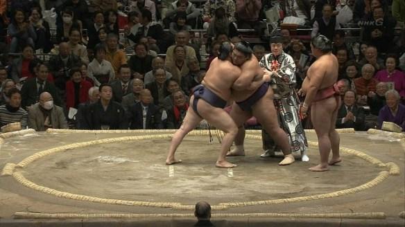 大相撲で乱入騒ぎwwwwwwwwwww