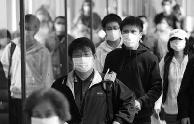 外人 「なぜ日本人はマスクをして会社に行くの?」