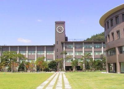 立命館大学にて、出席カードと共に「朝鮮学校無償化嘆願書」を書かせていた問題、大学がコメント「受講生からの要望で実施。その受講生が所属する学生団体による配布、回収を許可した」