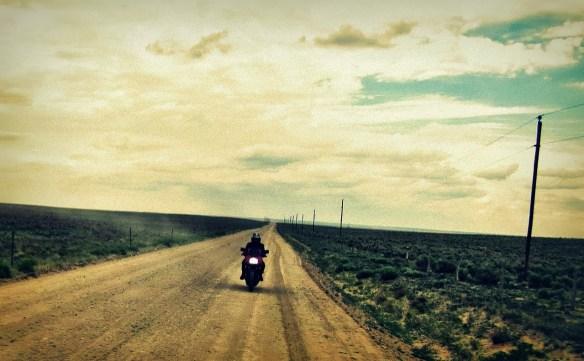 だだっ広い平原でエンスト、バイクが動かなくなった