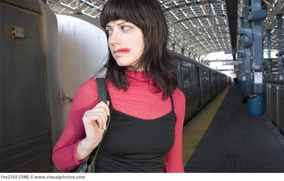 電車の中で化粧していた若い女の悲劇