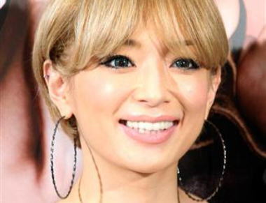 浜崎あゆみ(35)「ワタクシ12月12日に婚約いたしましたぁ♪ワン、ツー♪ワン、ツー♪」 … お相手は、UCLAの医学部に通う25歳の大学院生
