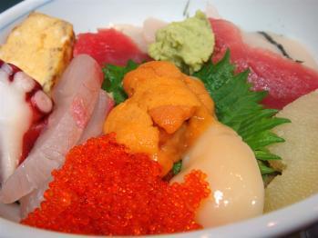 よく日本人ってウニとかタコとかのゲテモノ食おうと思ったよな