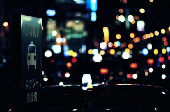 深夜1時過ぎのタクシー乗り場で前に並んでるカップルが何かおかしい