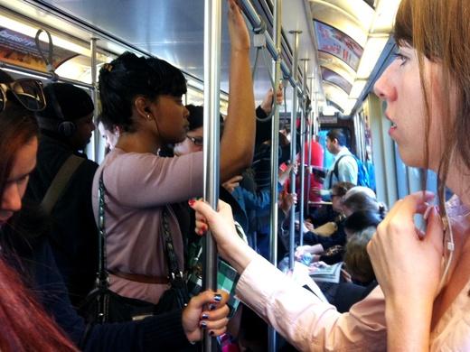 満員電車に乗ってたら、やくざに後ろから肩を突かれた