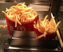 マクドナルドで発売予定のLサイズ2個分『メガポテト』、油と塩だらけの1100kカロリー芋メニューか