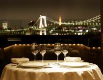 ゆったり外食でプチ贅沢、ファミリーレストラン、すし、カフェ好調、ハンバーガー・牛丼は苦戦