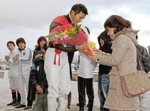 【競馬】 妻子のために・・・「デビューしたころ賞金なら続けたかった」金沢の鬼束亮騎手が警察官に転身