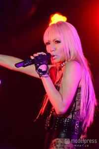 倖田來未、透け透けボディスーツで美ボディ披露!迫力LIVEで観客を魅了…音楽イベント「MUSIC FOR ALL,ALL FOR ONE」
