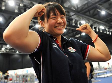 【重量挙げ】 美人リフター八木かなえ(20=金沢学院大)、日本ジュニア新記録V … 全日本大学対抗女子選手権