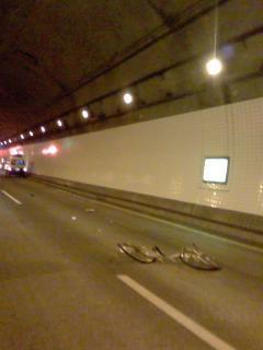 アクアライン(自動車専用道)で自転車の死亡事故、5時現在も通行止め