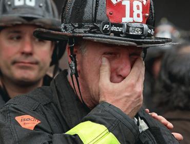 【なんで?】 火災現場に駆けつけた消防隊に何者かが銃撃 消防士2人死亡