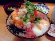 日本の築地に来て1700円の海鮮丼を食べたがおいしくなかった