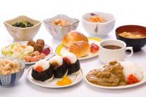 ファミレス・ファストフードチェーンの「低価格朝食ビュッフェ」が人気…ココスなど