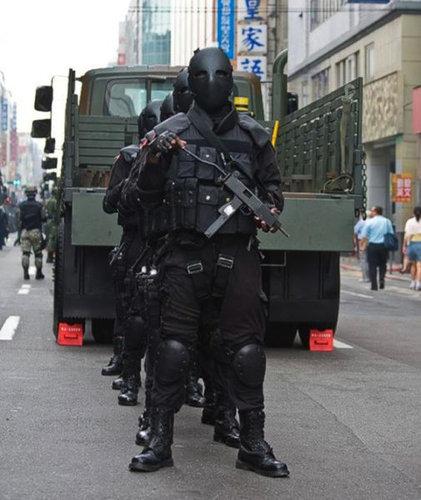 【画像あり】1度見たら忘れられない・・・・・・台湾の特殊部隊のマスクが迫力あり過ぎるwwwwwwww