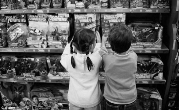万引きして捕まったのに悪びれもせずに馴れ馴れしい感じで店員としゃべっている子供達