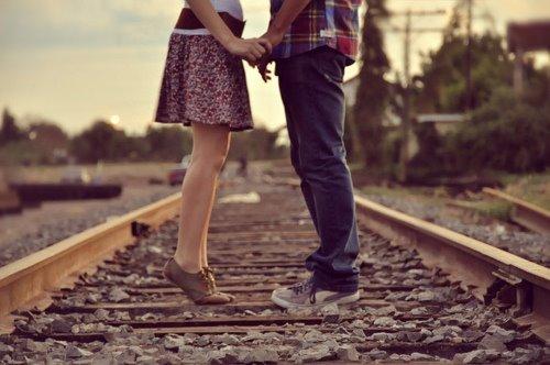 結婚相手と知り合ったきっかけ、場所はどこですか?