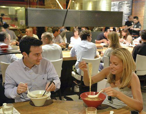 「うどん」「ラーメン」日本の麺が米国で大旋風 識者「寿司・テンプラより手軽」
