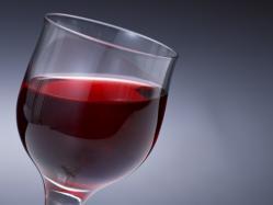歌舞伎町のキャバクラで40分 ホステスがワイン26杯で15万円請求 経営者ら逮捕