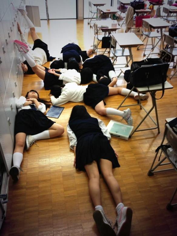 【画像】女子校の休み時間wwwwwwwwwwww
