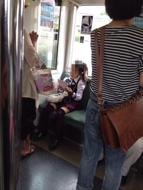 Twitterで電車に凄い小学生がいると話題に