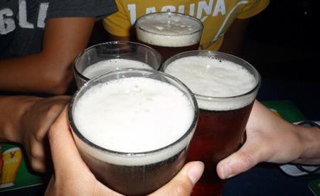 男性が一晩でビール20本をガブ飲み → 内臓が溶けて消滅