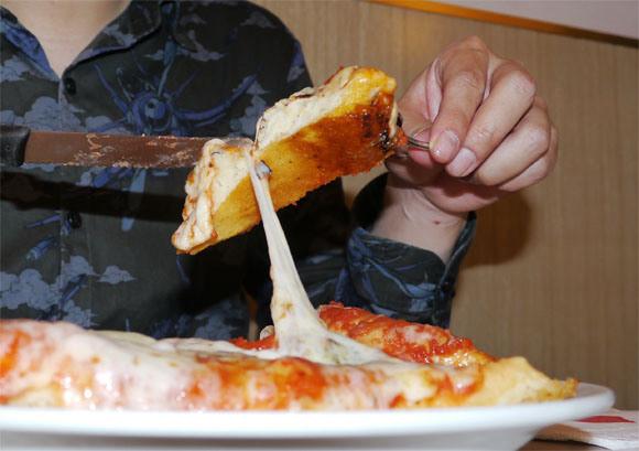 イタリア人「ジャップがピザを手掴みで食べていてワロタwwwwwww」