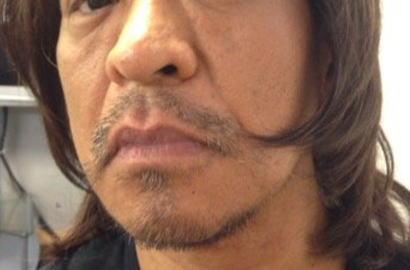 松本人志(51) 髪をアッシュ系カラーに染色、イメチェンした写真をTwitterで公開(画像) 「白髪 腹立つからこんなんしたった」