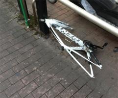 【画像あり】自転車が変な盗まれ方した…