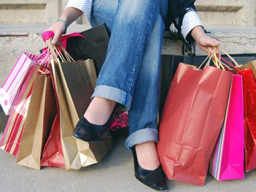 海外旅行をする人に大量のブランド品の買い物を頼む理由とは