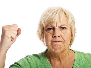 おもむろに義母が立ち上がって、夫の頭をスッパーン!と平手で叩いた