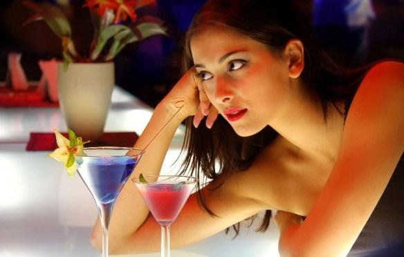 バーで「あの御客様からです」ってナンパをリアルで見た
