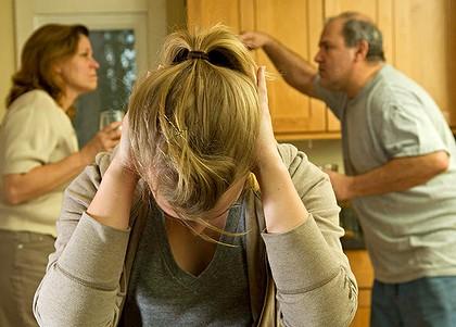 【シモ注意】親の情事を事細かに聞かされてしまい顔を真っ赤にしてずっとしたを向いていた