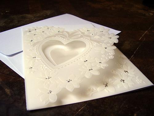 ようやく失恋から立ち直った頃に元カノから結婚式の招待状がきた
