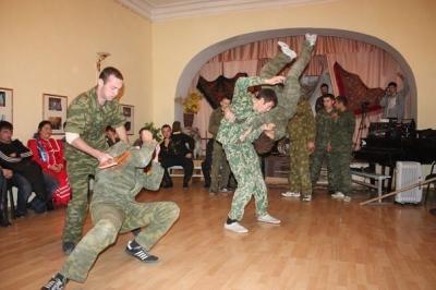 【驚愕】ロシアの軍人の「格闘術」強すぎwwwwwwwwwwwwwwww(動画あり)