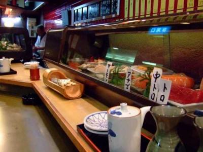 機械で作った寿司>>>>>>ベテラン()が握った寿司 だよな?