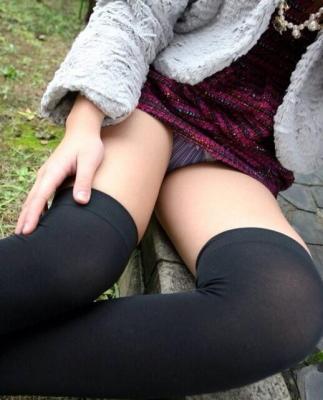 【画像あり】女の子のニーソ姿って最高だよなwwwwwwwwwwwwwwww