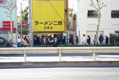 ラーメン一杯の為に2時間も並ぶとか東京人アホなの?