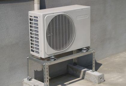 """「あれ?涼しくならない」 猛暑が続く中、""""エアコンの室外機""""の盗難が相次ぐ … 部品の金属を転売するための犯行とみられ、エアコンが使えず熱中症になる危険性も"""