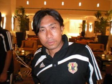 サッカー元日本代表・前園真聖(39) 暴行の容疑で逮捕 … 酔っぱらってタクシーの料金を踏み倒す → 運転手と口論 → 突然殴ってきたので110番通報