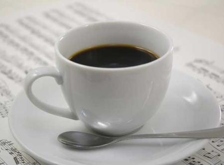"""コンビニなどで""""瓶詰めインスタントコーヒー""""の棚が、徐々に""""スティックタイプコーヒー""""にシフト … 高まるスティックコーヒーの人気で、""""大容量瓶詰めコーヒー""""は絶滅危惧種に?"""
