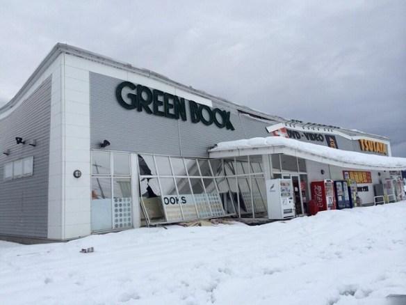 【悲報】大雪の影響でTSUTAYA花園インター店が半壊(画像あり)