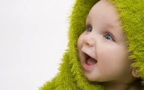で、出た~wwwwww 電車で母親にバレないように赤ちゃんを笑わせようと変顔する奴~wwwwww