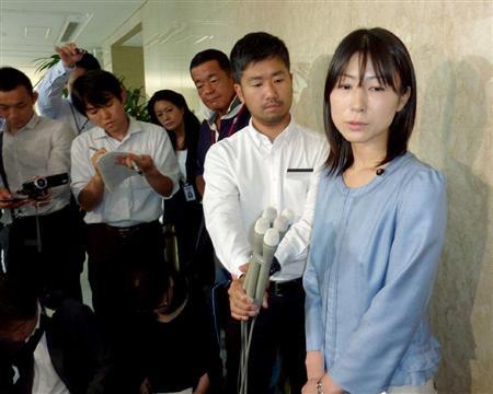【画像】「早く結婚しろ」とヤジを受けた塩村文夏都議(35)が余裕で結婚できるレベルの美人な件wwwwwwwwwww