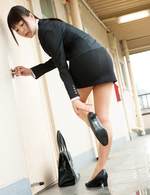 【けしからん】ぴっちりスーツの女の子最高すぎワロタwwwwwwwwwwww(画像あり)