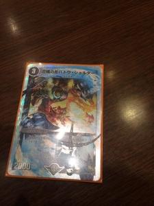 【デュエマ】デュエルツアーでスーパーデッキのカード先行配布!「虚構の影バトウ・ショルダー」再録決定、デビル・ディアボロスZZの実物なども公開されたぞ!