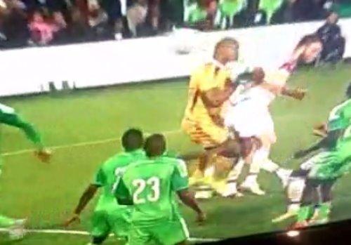 【動画】ナイジェリア代表GKが八百長?自らボールを投げ入れた疑惑のシーンが話題に