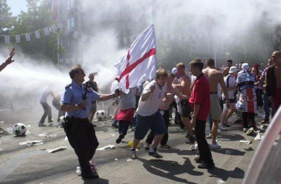 イギリス人のW杯観戦者に警告、アルゼンチンのウルトラスが襲撃する可能性