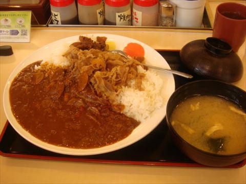 松屋のカレ牛orやよい軒のチキンカツ定食、今から食べに行くならどっち?