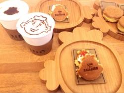 サザエさんカフェが桜新町にオープン。メニューは「サザエさん焼き」「カツオ味のコーヒー」など